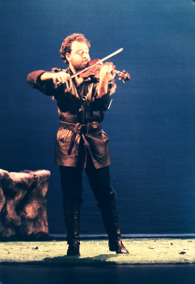 Ahıskal as Gypsy fiddler John Gray