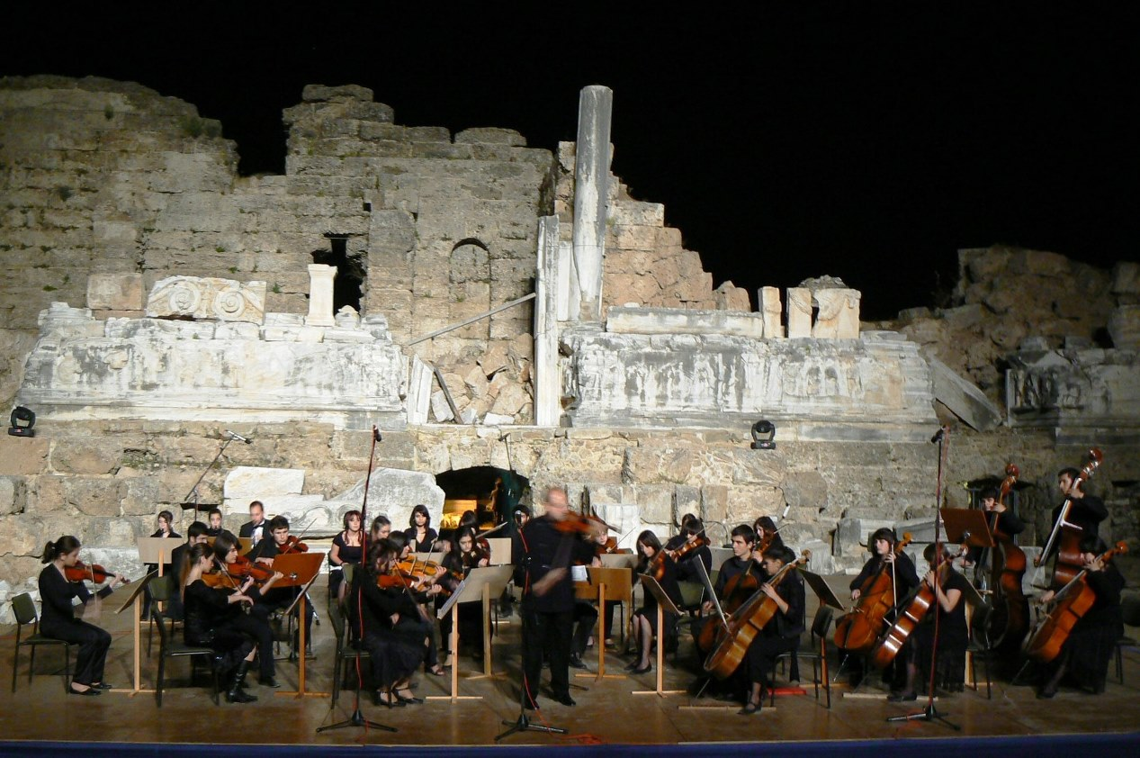 Side amphitheatre, April 2007 (I also performed Sarasate's Zigeunerweisen)